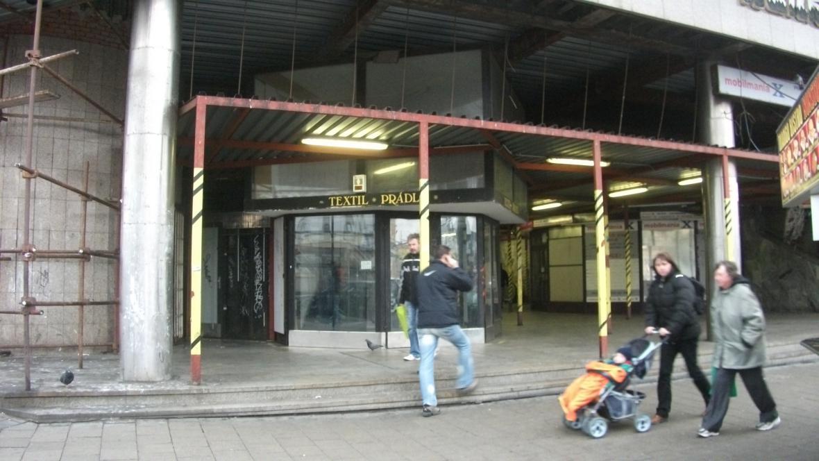 Vyklizené kasino u brněnského nádraží