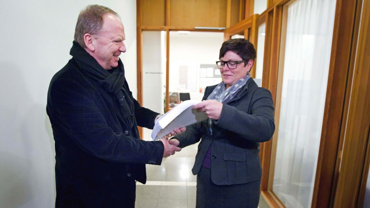 Psychiatr Torgeir Husby předává zprávu o Breivikovi