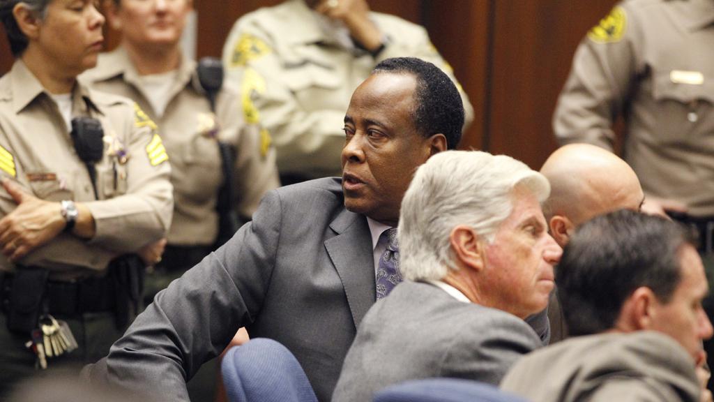 Conrad Murray dostal za zabití Jaksona čtyřletý trest