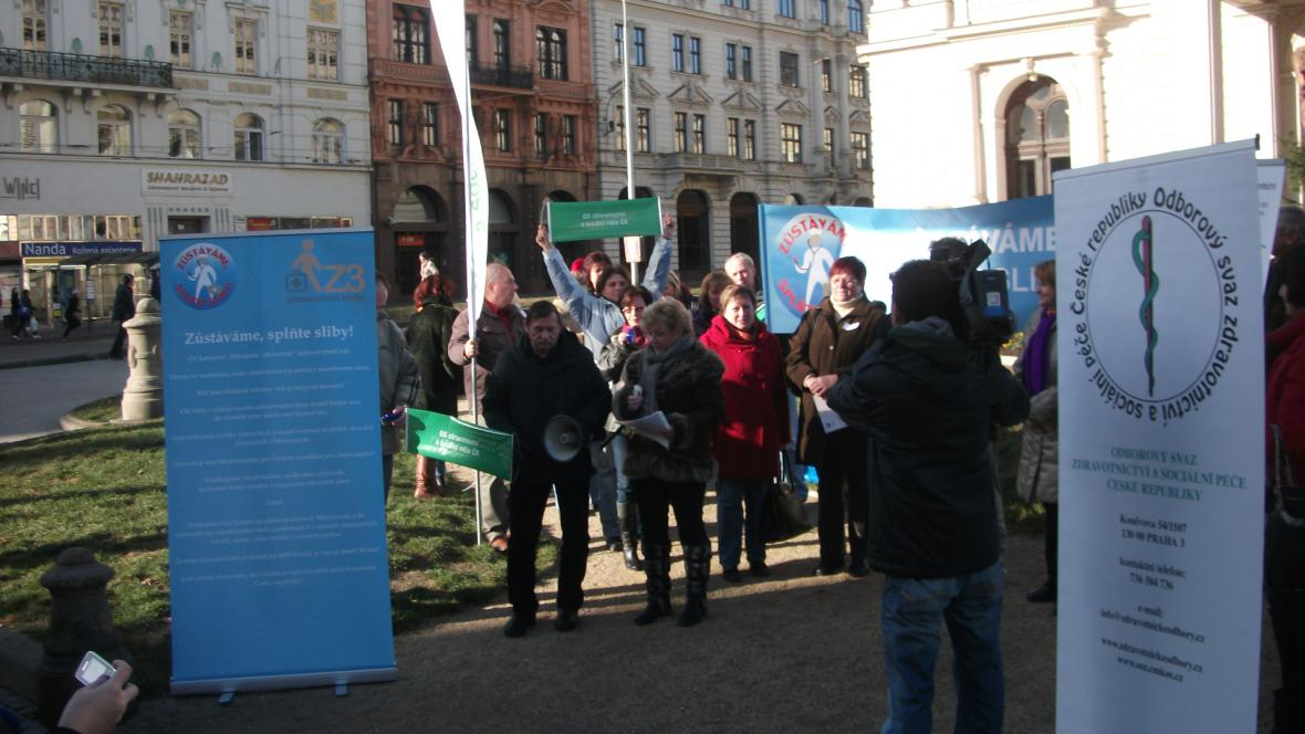 Demonstrace zdravotníků v rámci akce Zůstáváme, splňte sliby
