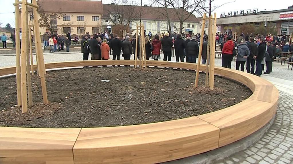 Nový amfiteátr a opravené náměstí ve Vlčnově
