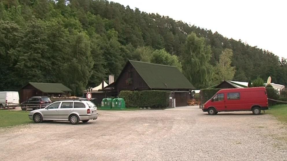 Parkoviště, kde zůstal politikův vůz