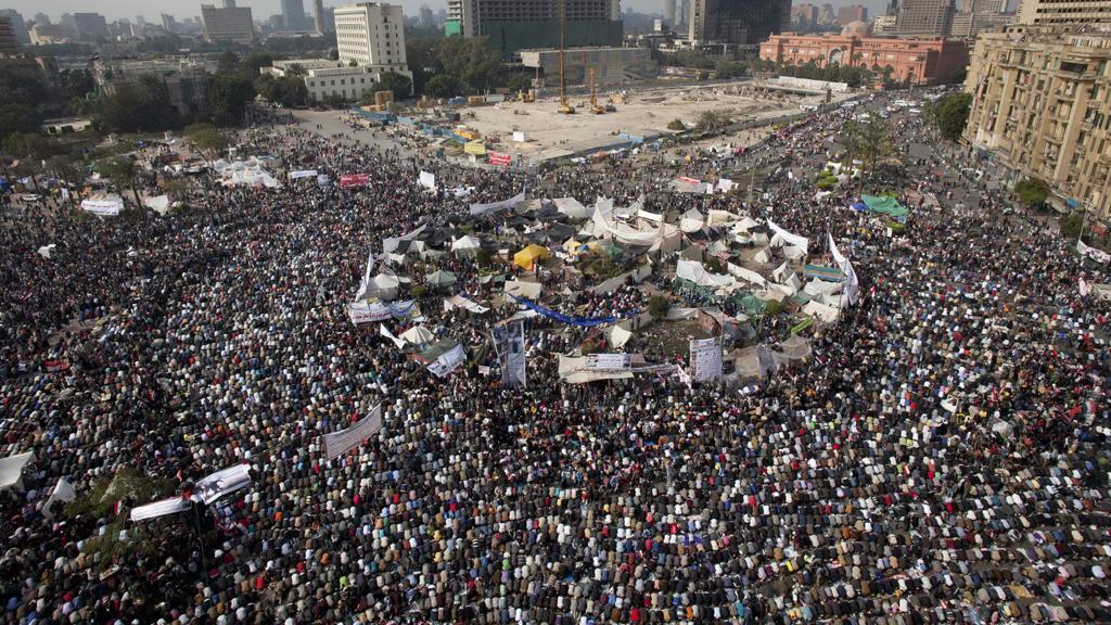 Demonstranti na káhirském náměstí Tahrír