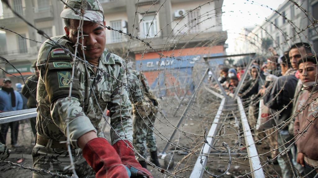Ostnatý drát na káhirském náměstí Tahrír