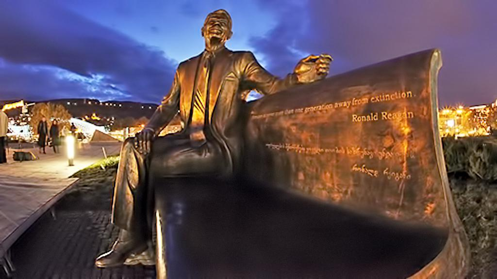 Socha Ronalda Reagana v Tbilisi