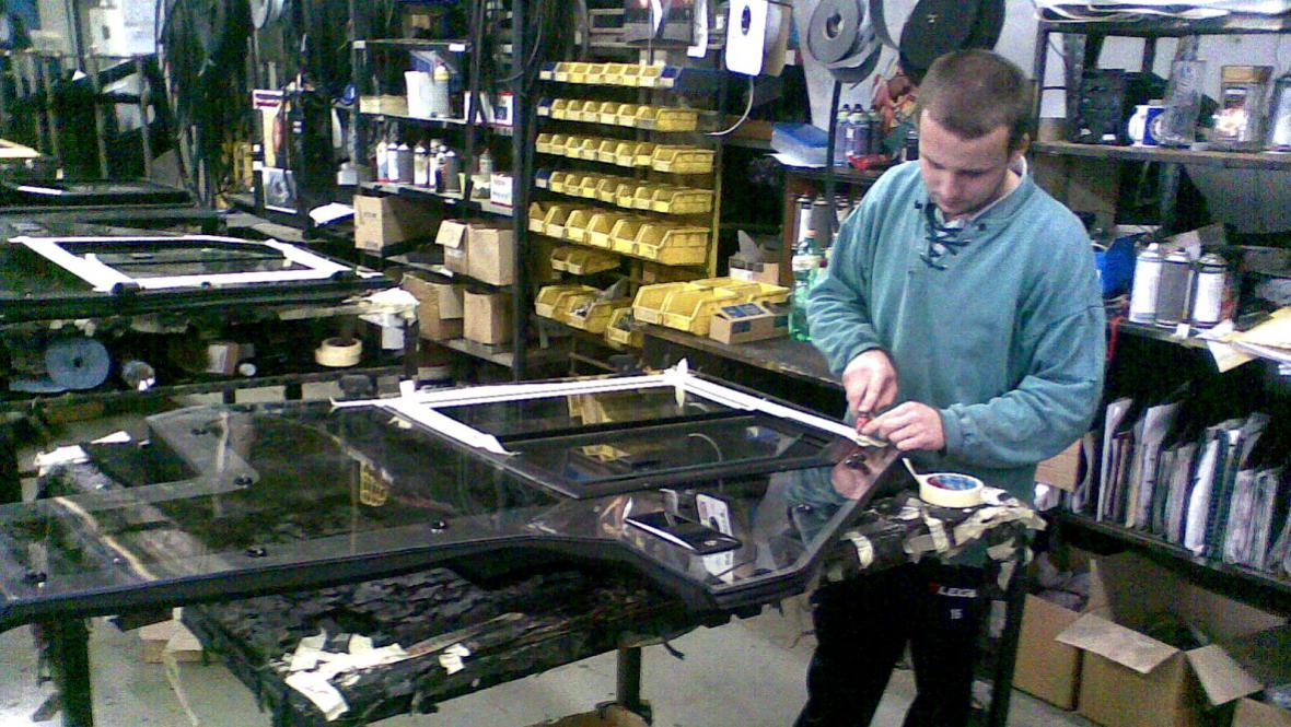 Výroba kabin vysokozdvižných vozíků