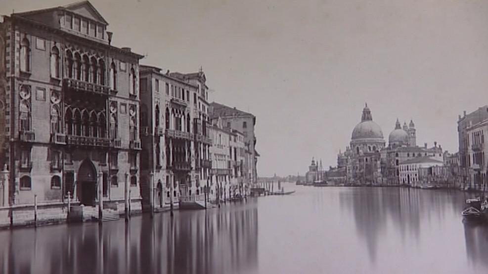 Většina snímků zachycuje benátskou architekturu