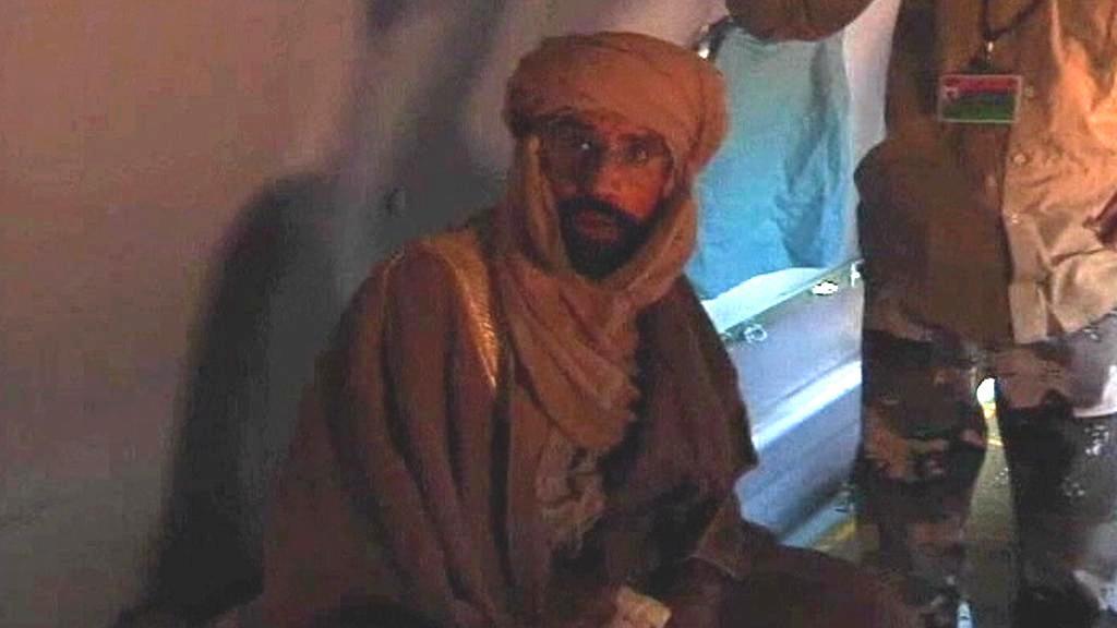 Sajf Islám Kaddáfí při přeletu do Zintánu