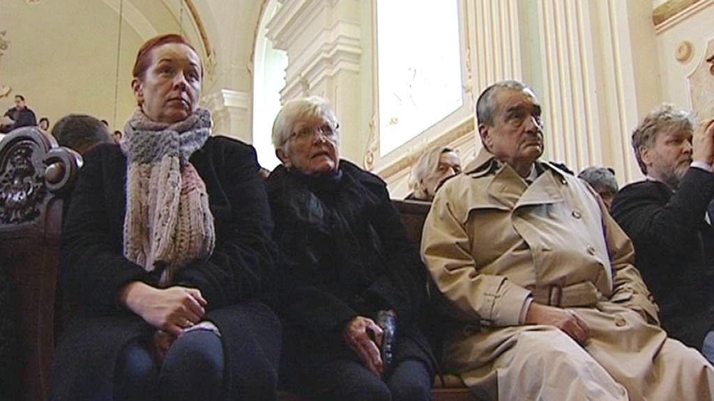 Karel Schwarzenberg na pohřbu Ivana Jirouse