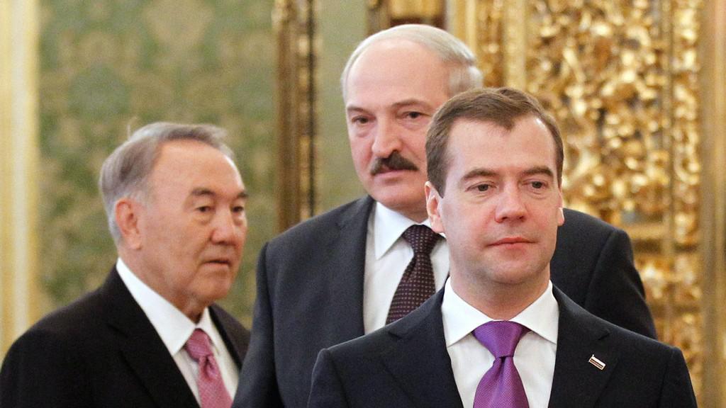 Nursultan Nazarbajev, Alexandr Lukašenko a Dmitrij Medveděv