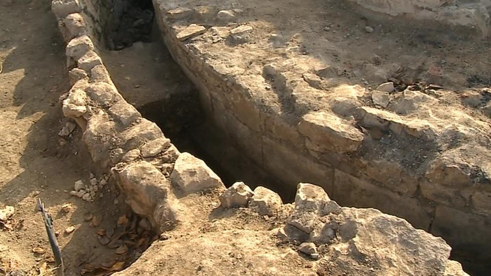 Archeologové odkryli středověké zdivo
