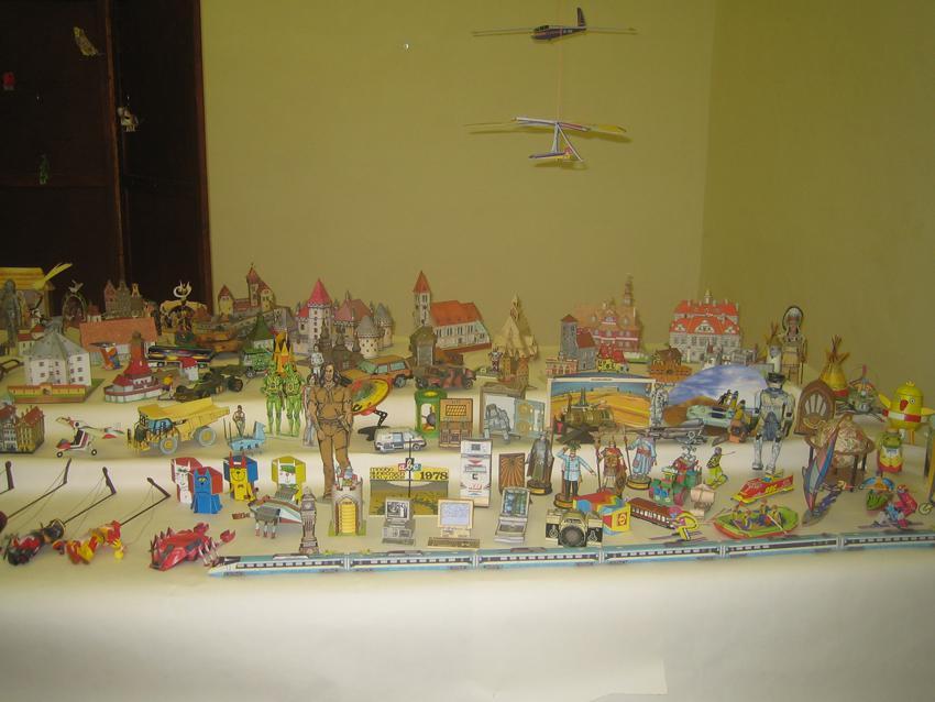 Výstava vystřihovánek na Chvalském zámku