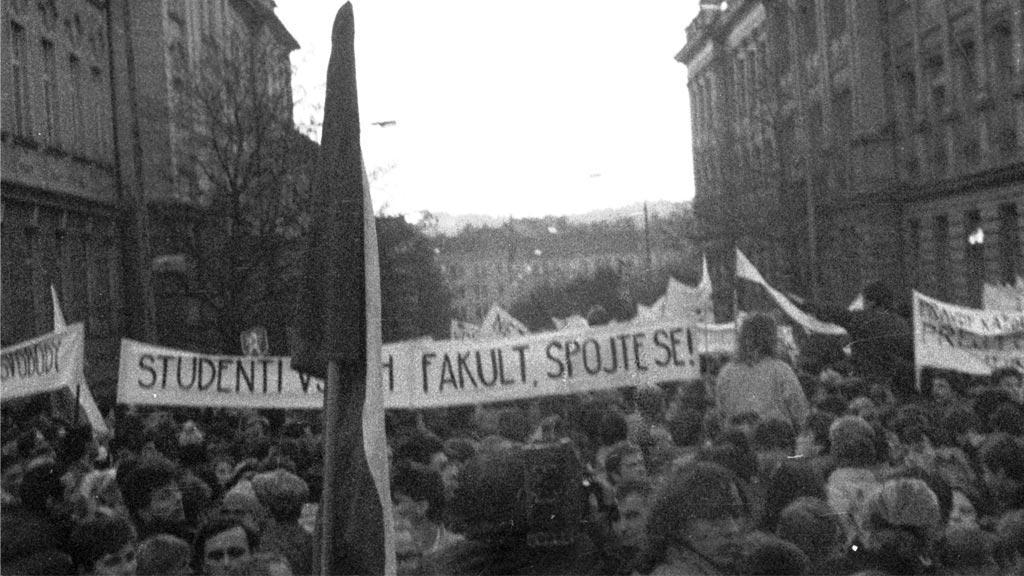 Studenti všech fakult spojte se - 17.11.1989