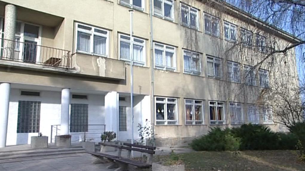 Škola v Nenkovicích chátrá