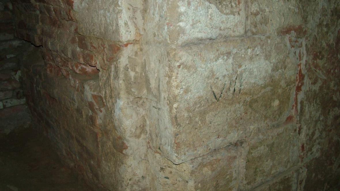 Kamenné zdivo původního valtického hradu