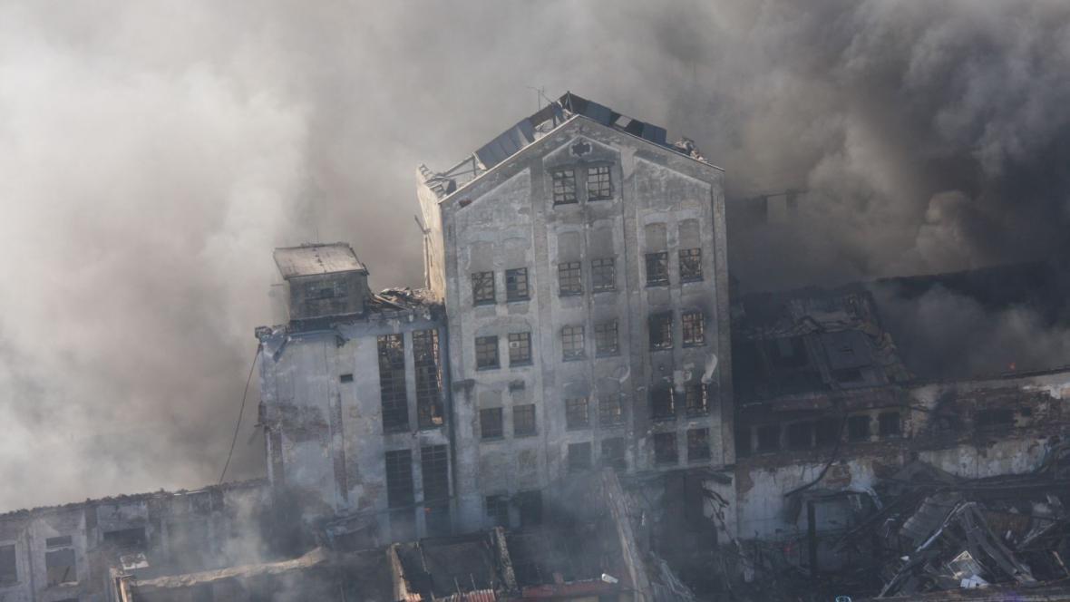 Rozsáhlý požár v Chropyni vyhnal část jejích obyvatel z domu