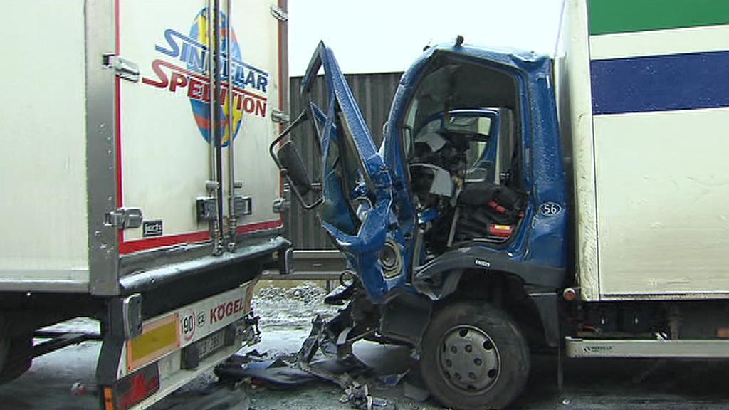 Srážka nákladních aut