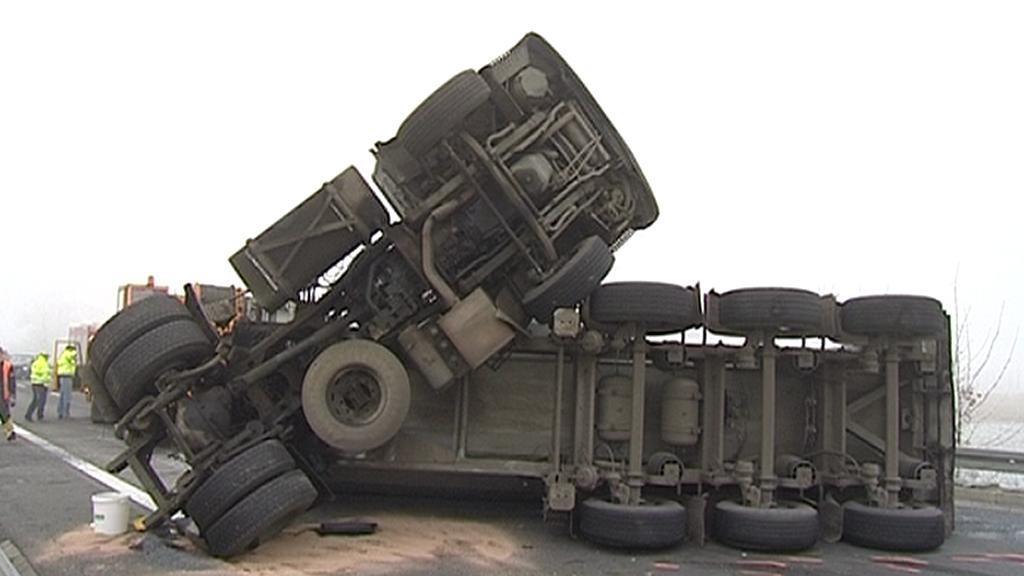 Nehoda kamionu u Loun