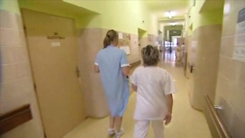 Nemocnice omezují lůžka