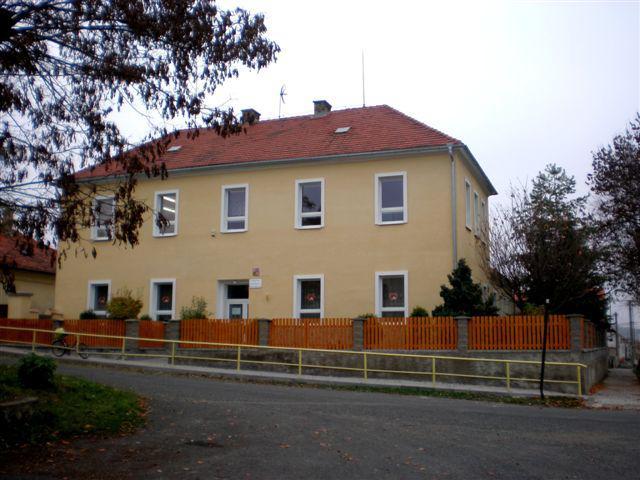 Škola v Košticích