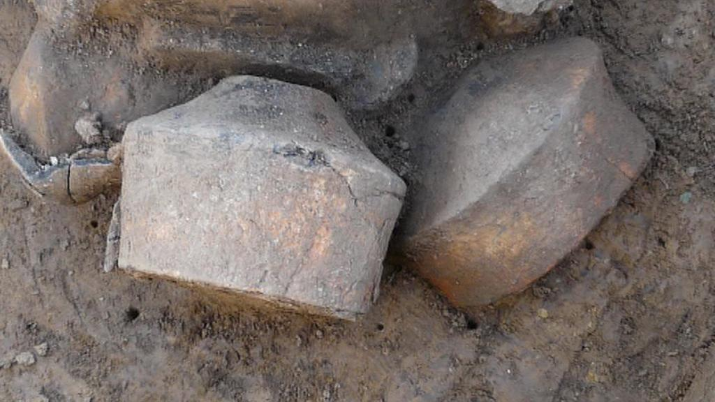 Urny z pravěkého pohřebiště