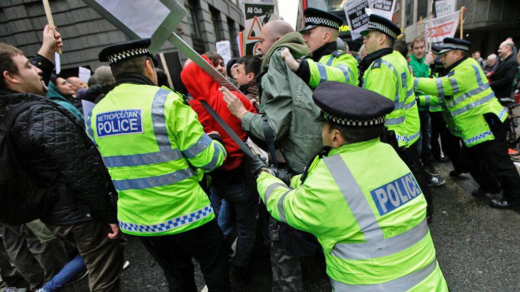Protesty v Británii