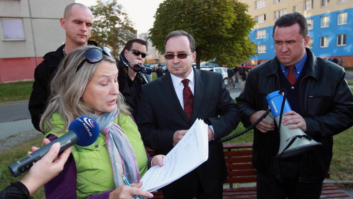 Zástupkyně města rozpouští nepovolené shromáždění DSSS