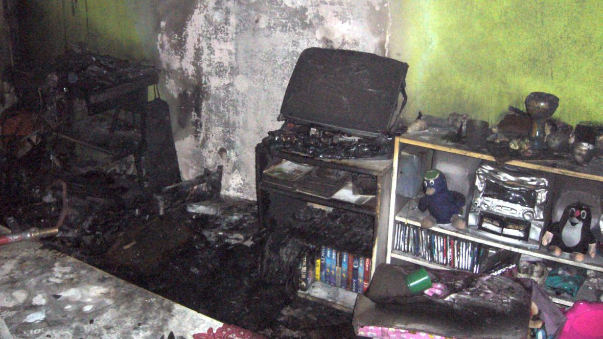 Dětský pokojík se ocitl v plamenech