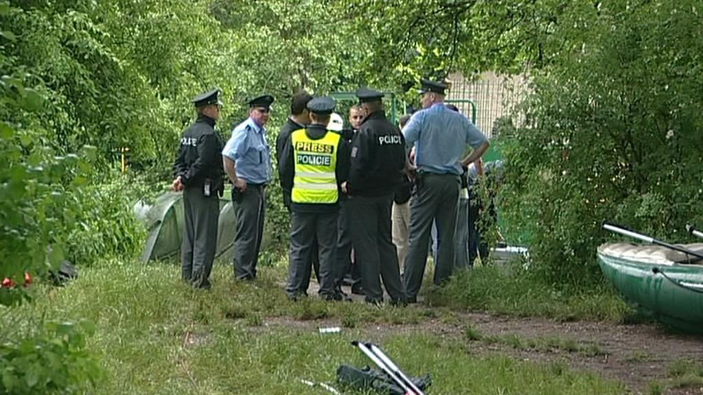 Policisté na místě tragédie