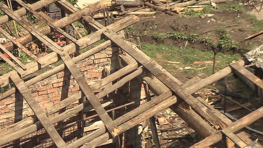 Spadlá střecha v Oplocanech