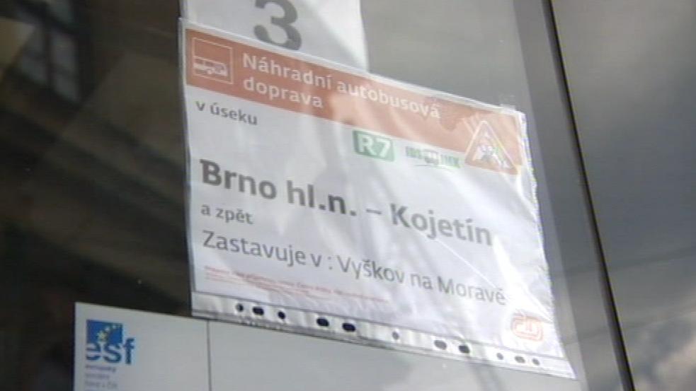 Uzavřené jsou trasy mezi Brnem - Nezamyslicem a Brnem - Kojetínem