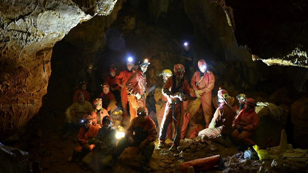 Jeskyňáři v podzemí