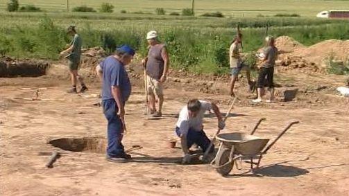 Archeologové odkrývají nálezy z doby bronzové