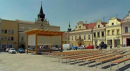 Pódium na havlíčkobrodském náměstí