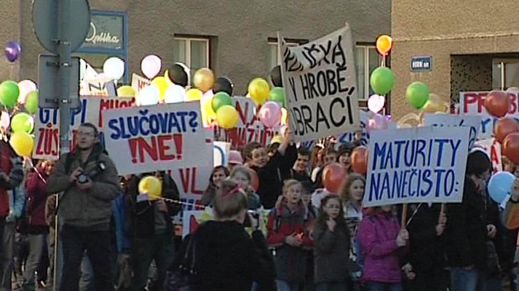 Protesty proti slučování škol