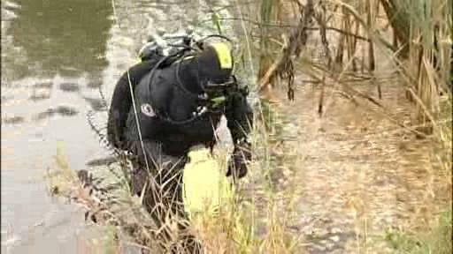 Potápěč hledající těla obětí