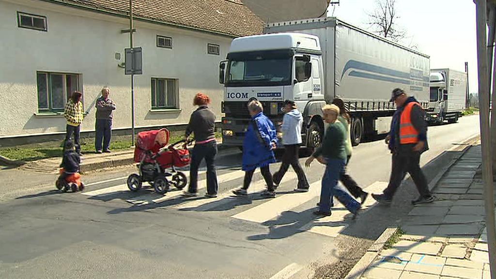 Lidé na přechodu pro chodce