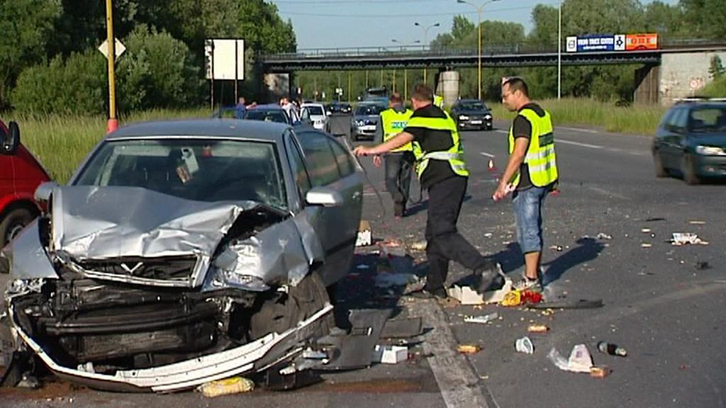 Policisté vyšetřují dopravní nehodu