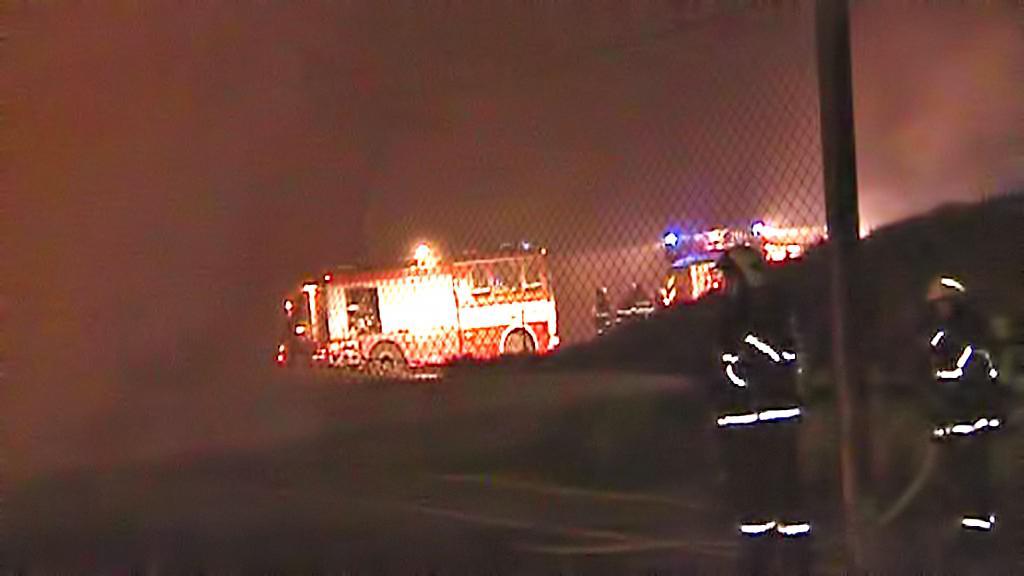 Hašení požáru pneumatik v Jihlavě-Henčově