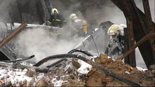 Hasiči čtvrtým dnem likvidují požár v Chropyni