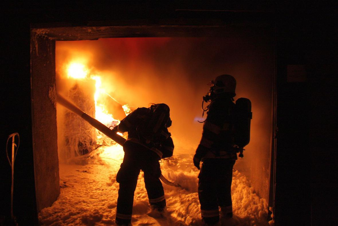 Požár výrobny plastů v Chropyni