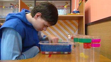 Dítě postižené autismem