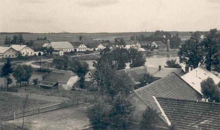 Dobronín - obec, kde byl nalezen hromadný hrob