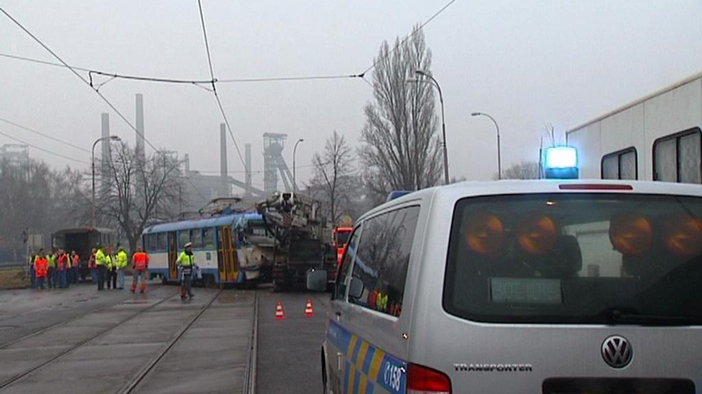 Srážka tramvaje s nákladním autem
