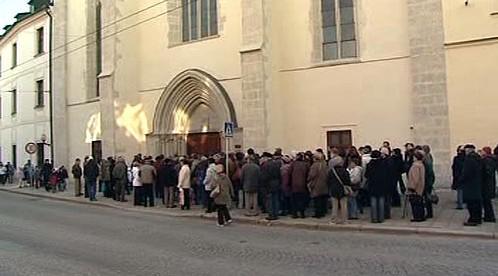 Zájemci o prohlídku kostela Povýšení sv. Kříže