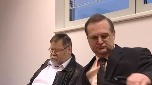 Břetislav Horyna (vpravo) u soudu