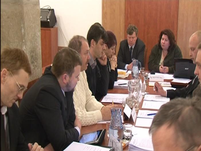 Jednání medláneckého zastupitelstva o osudu aktérů kauzy