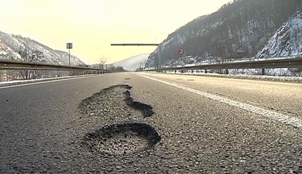 Děravá silnice