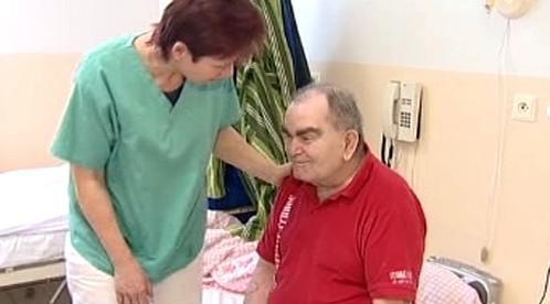 Senior s ošetřovatelkou