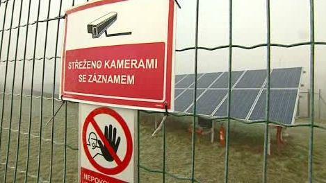 Solární panely na letišti